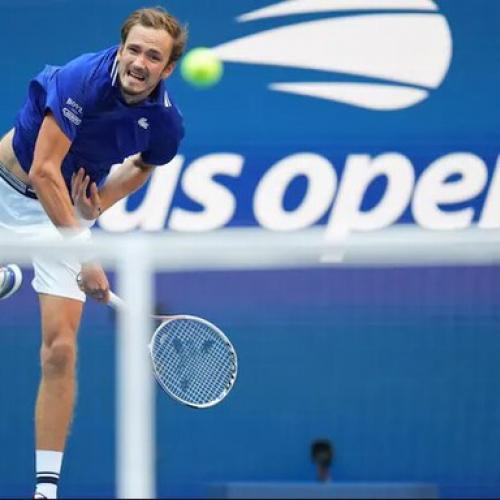 Medvedev khắc chế Djokovic thế nào